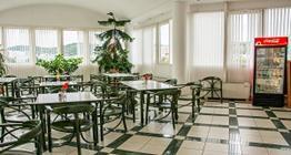 Restaurant, Büfett mit einer breiten Warm- und Kaltspeisenauswahl