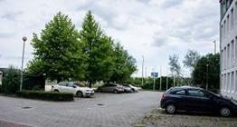 Bewachter großflächiger Parkplatz
